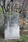 Estela erigida en motiu de l'homenatge que se li va retre el 9 de juny de 1963.