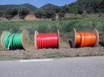 Les bobines de cable que composen el tritub que servirà a la ciutadania la fibra òptica pública i l'oferta de les operadores privades per tal de facilitar la competència i millorar els preus pel consumidor.