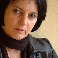 Chantal Maillard (Brussel·les, 1951). Poeta i filòsofa espanyola d'origen belga. Doctora en Filosofia i Professora Titular de la Universitat de Màlaga. Premi Nacional de Poesia pel llibre Matar a Platón (2004) i Premi de la Crítica per Hilos (2007)