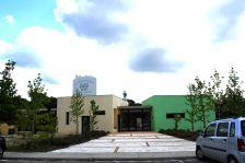 Façana principal de l'edifici polivalent.