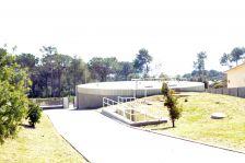 Vista posterior de les instal·lacions del centre de distribució d'aigua d'ATLL.