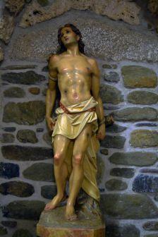 Escultura de Sant Sebastià que es troba dins l'església de Sant Muç.