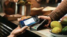 La Directiva revisada adapta les normes per tenir en compte els serveis de pagament nous i innovadors, inclosos els pagaments per Internet i dispositius mòbils, per garantir al mateix temps, un entorn més segur pels consumidors.
