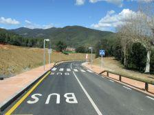 Aquest pas permet circular al vianant amb seguretat i alhora procura per integrar-se a l'entorn rural.