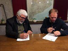 Moment en què l'Alcalde de Cànoves i Samalús, Josep Cuch i Codina, i l'alcalde de Llinars del Vallès, Martí Pujol i Casals, signaven el conveni interadministratiu, que dona el servei d'ensenyament de música als alumnes del municipi.